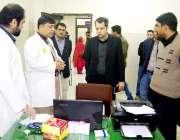 لاہور: ڈی سی او لاہور سمیر احمد گورنمنٹ ہسپتال سمن آباد کا دورہ کر رہے ..