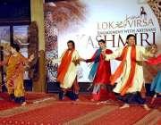 اسلام آباد: لوک ورثہ میں فنکار روایتی رقص کر رہے ہیں۔