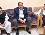 کراچی: صدر مملکت ممنون حسین پروفیسر جمال الدین نقوی کی رہائش گاہ پر ..