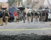 بنوں: سیکیورٹی اہلکار تھانہ منڈان پولیس اسٹیشن پر خود کش حملے کے بعد ..
