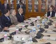 لاہور: وزیر اعظم نواز شریف گورنر ہاؤس لاہور میں وزیر اعظم پائیدار ترقی ..