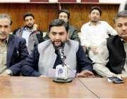 پشاور: انصاف سٹوڈنٹس فیڈریشن چترال کے صدر نذیر احمد پریس کانفرنس کر ..
