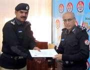 بہاولپور: آر پی او محمد ادریسن بہترین کار کردگی کرنے والے پولیس افسران ..