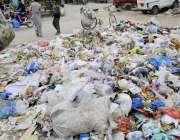 راولپنڈی: رحیم آباد چکلالہ کنٹونمنٹ بورڈ کے علاقے میں پڑا کوڑا کرکٹ ..