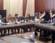 لاہور: صوبائی وزیر ترقی خواتین پنجاب حمیدہ وحیدالدین اور وزیر برائے ..
