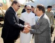 مظفر آباد: صدر مملکت ممنون حسین کا مظفر آباد پہنچنے پر وزیر اعظم آزاد ..