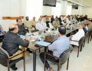 کراچی: اے ڈی خواجہ اجلاس سے خطاب کر رہے ہیں۔