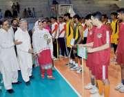 پشاور: چیف منسٹر نیشنل جونیئر والی بال چمپئن شپ افتتاح کے موقع پر مہمان ..