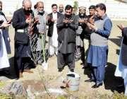 مظفر آباد: آزاد کشمیر کے چیف سیکرٹری سکندر سلطان راجہ شجر کاری مہم کے ..