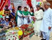 حیدر آباد: رائل برج سکول میں فوڈ فیسٹیول کے موقع پر کھانے پینے کی اشیاء ..