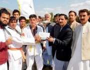 پشاور: انڈر 23خیبر پختونخوا گیمز کے فاتح جوڈو ٹیم کو ڈائریکٹر سپورٹس ..