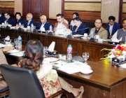 لاہور: وزیر عالیٰ پنجاب محمد شہباز شریف کسان پیکج پر عملدرآمد اور چھوٹے ..