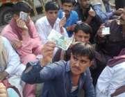 لاہور: بھارت سے رہائی پاکر پاکستان آنیوالے ماہی گیر ایدھی فاؤنڈیشن ..