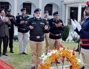 ایبٹ آباد: آئی جی پی خیبر پختونخوا ناصر خان درانی یادگار شہداء پر فاتحہ ..