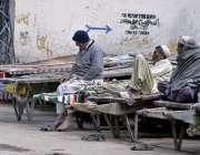 راولپنڈی: مارکیٹ میں لوڈنگ کا کامر کرنیوالے مزدور دیہاڑی کے انتظار ..