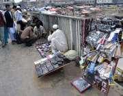 راولپنڈی: پیر ودھائی بس سٹاپ کے قریب دکانداروں نے مختف اشیاء کی سٹال ..
