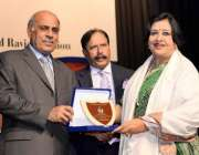 لاہور: گورنر پنجاب ملک محمد رفیق رجوانہ گورنمنٹ کالج یونیورسٹی لاہور ..