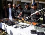 کوئٹہ: ڈی آئی جی پولیس عبدالرزاق چیمہ پولیس کاروائی کے دوران نواں کلی ..