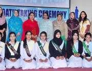 راولپنڈی: گورنمنٹ کالج وقارالنساء میں تقریب حلف وفاداری کے بعد مہمان ..