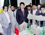لاہور: صوبائی وزیر ہائر ایجوکیشن سید رضا علی گیلانی ایک نجی کالج میں ..