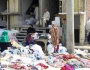 فیصل آباد: خواتین کٹ پیسز پسند کر رہی ہیں۔