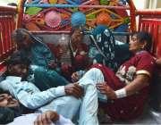 حیدر آباد: باراتیوں سے بھری بس کے تصادم میں زخمیوں کو ہسپتال منتقل کیا ..
