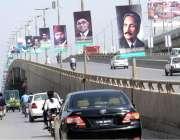 راولپنڈی: پاکستان ڈے کے حوالے سے سڑک کنارے مختلف بینر اور پوسٹر آویزاں ..