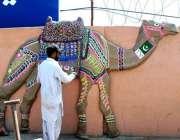 راولپنڈی: پی ایچ اے کا اہلکار پاکستان ڈے کے حوالے سے اونٹ کا ماڈل تیار ..