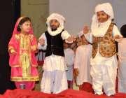 لاہور: مقامی سکول کے بچے پاکستان ڈے کے حوالے سے سٹیج پر ٹیبلو پیش کر ..