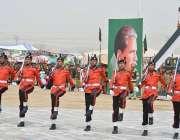کوئٹہ: یوم پاکستان میلہ میں پاک فوج بینڈ کے اہلکار فن کا مظاہرہ کر رہے ..