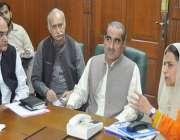 لاہور: وزیر ریلوے خواجہ سعد رفیق ہیڈ کورارٹر آفس میں امریکہ کی معروف ..