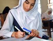 حیدر آباد: ایس ایس سی پارٹ ون کے سالانہ امتحانات کے دوران ایک طالبہ ..