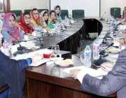 لاہور: وزیر برائے ترقی خواتین حمیدہ وحید الدین ورکنگ وویمن ہاسٹلز کے ..
