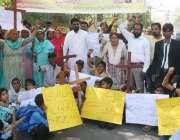 لاہور: مسیحی کمیونٹی کے افراد اپنے مطالبات کے حق میں احتجاجی مظاہرہ ..