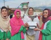 پشار: ڈائریکٹر سپورٹس رشیدہ غزنوی سوات ریجن کی ٹیبل ٹینس کی فاتح ٹیم ..