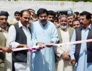 کوئٹہ: سردار رشید کاکڑ جناح روڈ پر ایک کاروباری مرکز کا افتتاح کر رہے ..