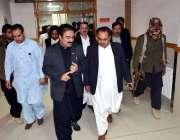 کوئٹہ: صوبائی وزیر صحت میر رحمت صالح بلوچ سول ہسپتال کا دورہ کر رہے ..