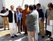 اٹک: کمشنر راولپنڈی عظمت محمود ڈپٹی کمشنر رانا اکبر حیات کے ہمرا گوردوارہ ..
