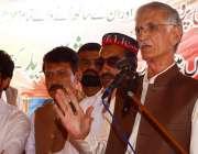 پشاور: وزیر اعلیٰ خیبر پختونخوا پریز خٹک جلسہ عام سے خطاب کر رہے ہیں۔