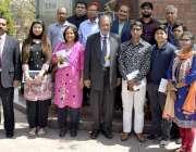 لاہور: بنگلہ دیشی میڈیا کے 10 رکنی وفد کا گورنمنٹ کالج یونیورسٹی کے دورے ..
