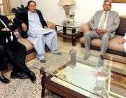 لاہور: مسلم لیگ (ق) کے صدر چوہدری شجاعت حسین اور مرکزی رہنما پرویز الٰہی ..