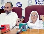 پشاور: دیر کی رہائشی طاہرہ بیگم جائیداد کے تنازع کے حوالے سے پریس کانفرنس ..