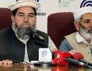 پشاور: جماعت اسلامی فاٹا کے امیر سردار خان پریس کانفرنس سے خطاب کر رہے ..