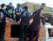 راولپنڈی: ٹریفک پولیس کی نااہلی، چکلالہ کے علاقہ میں سکول کے بچے پبلک ..