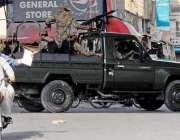 راولپنڈی: تحریک نفاذ جعفریہ کی ریلی کے موقع پر سیکیورٹی اہلکار گشت ..