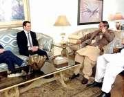 لاہور: پاکستان مسلم لیگ کے صدر سابق وزیراعظم چوہدری شجاعت حسین اور ..