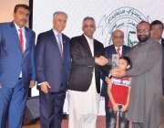 کراچی: گورنر سندھ محمد زبیر سماجی کارکن عبدالستار ایدھی کے لیے لائیو ..