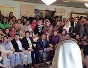لاہور: سابق وزیراعظم نوازشریف پنجا ب ہاؤس میں کاکنوں سے خطاب کر رہے ..