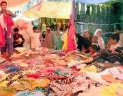 راولپنڈی: بارا بازار سے خواتین عید کے لیے خریداری کررہی ہیں۔