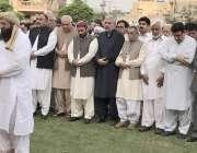 لاہور: صوبائی وزیر ملک ندیم کامران کی والدہ کی نماز جنازہ میں اسپیکر ..